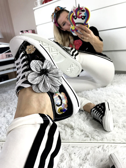 Black trainers with flowers Bloom