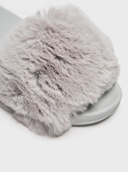 FLUFFY SLIDES FLIP FLOPS WITH  A FUR