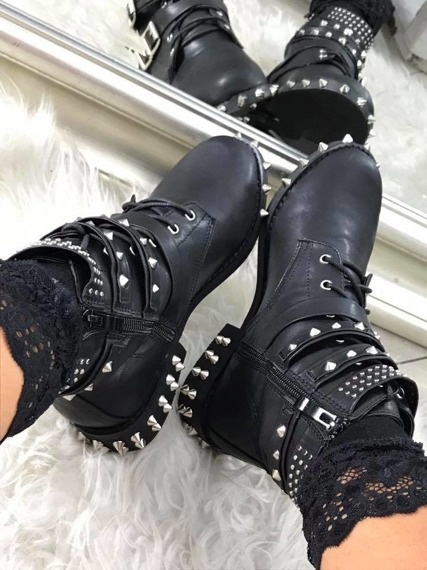 Studded biker boots Moments