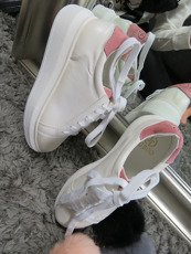 White Sneakersy Queen